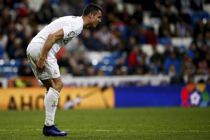 """Cristiano Ronaldo aclara que está """"todo bien"""" tras retirarse ante el Villarreal"""