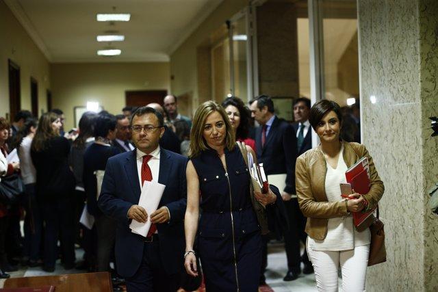 Carme Chacón e Isabel Rodríguez en el Congreso