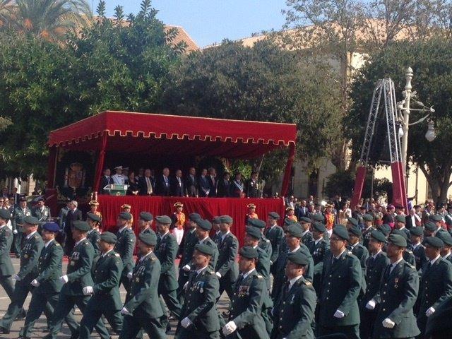 Guardias civiles durante un desfile