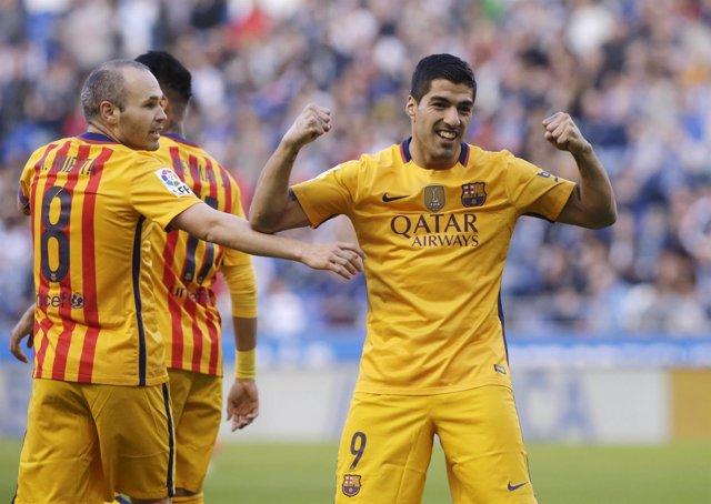 Luis Suárez y Andrés Iniesta tras ganar al Deportivo