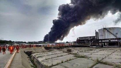 Elevan a 24 los muertos por la explosión en una planta petroquímica en Veracruz
