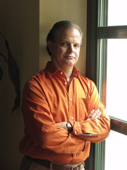 El chileno Carlos Franz, II Premio Bienal de Novela Vargas Llosa