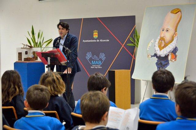 El alcalde de Alcorcón, David Pérez, explica el nombre de la nueva biblioteca