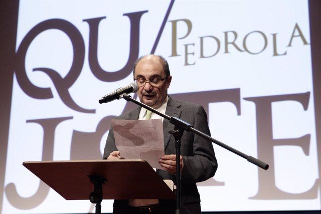 Lambán lee uno de los episodios de El Quijote, en Pedrola (Zaragoza)
