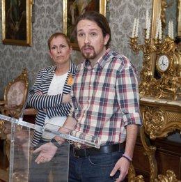 Pablo Iglesias junto a Uxue Barkos