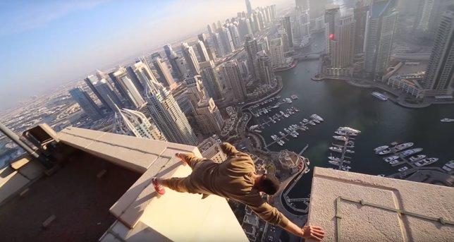 Acrobacias sobre rascacielos de Dubai
