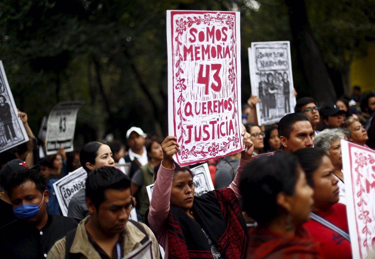 Manifestación primer aniversario desaparición Ayotzinapa