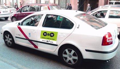 ¿Deben llevar matrícula azul los taxis y vehículos con conductor?