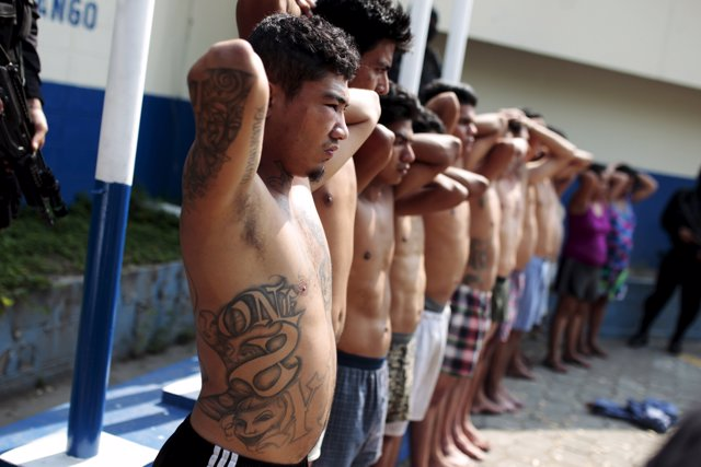 Miembros de la pandilla Barrio 18 en El Salvador
