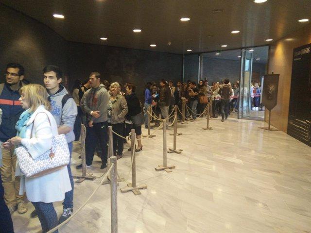 Expectación En Girona Ante El Estreno De La Sexta Temporada De Juego De Tronos