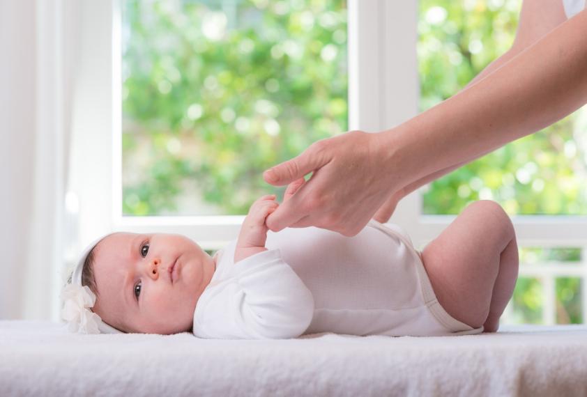 Trucos para vestir y desvestir a tu bebé