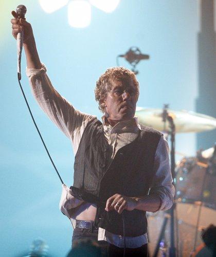 "Roger Daltrey critica el ""karaoke"" de Axl Rose como cantante de AC/DC"