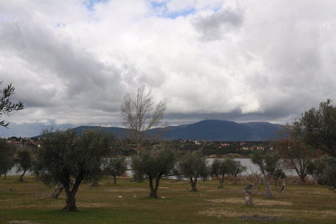 Pantano de Cazalegas,Nubes, Arboles