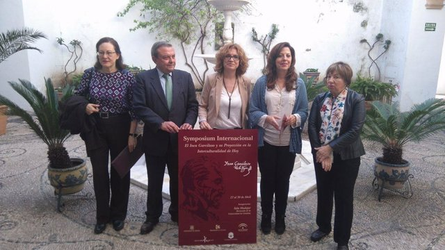 Ruz (centro), entre Alcalde y Téllez, en la presentación del simposio