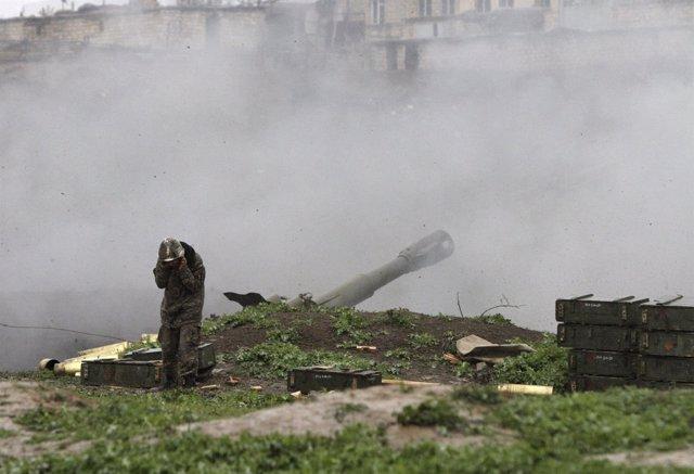Un soldado del Ejército de autodefensa de Nagorno Karabaj