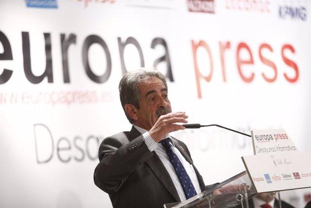 Miguel Ángel Revilla en los Desayunos de Europa Press