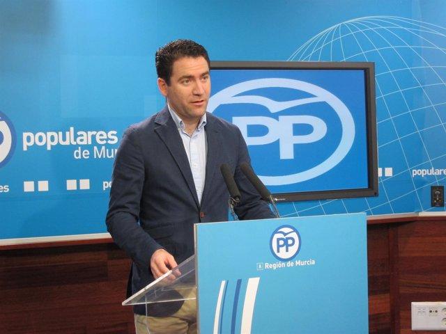 El portavoz adjunto del GPP en el Congreso, Teodoro García, en rueda de prensa