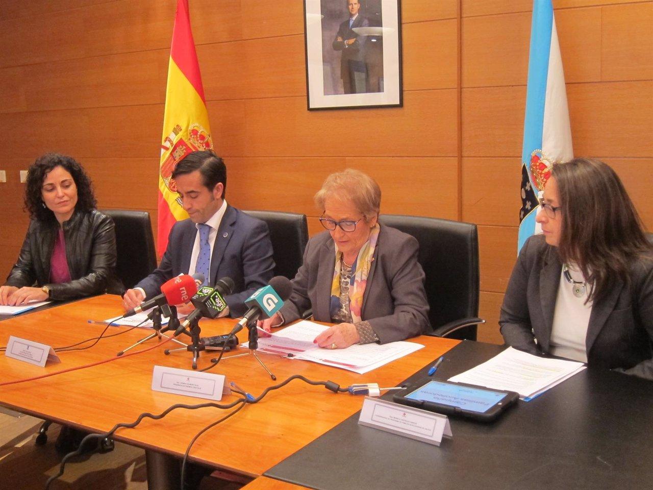 El conselleiro de Política Social y la presidenta de Cruz Roja en Galicia