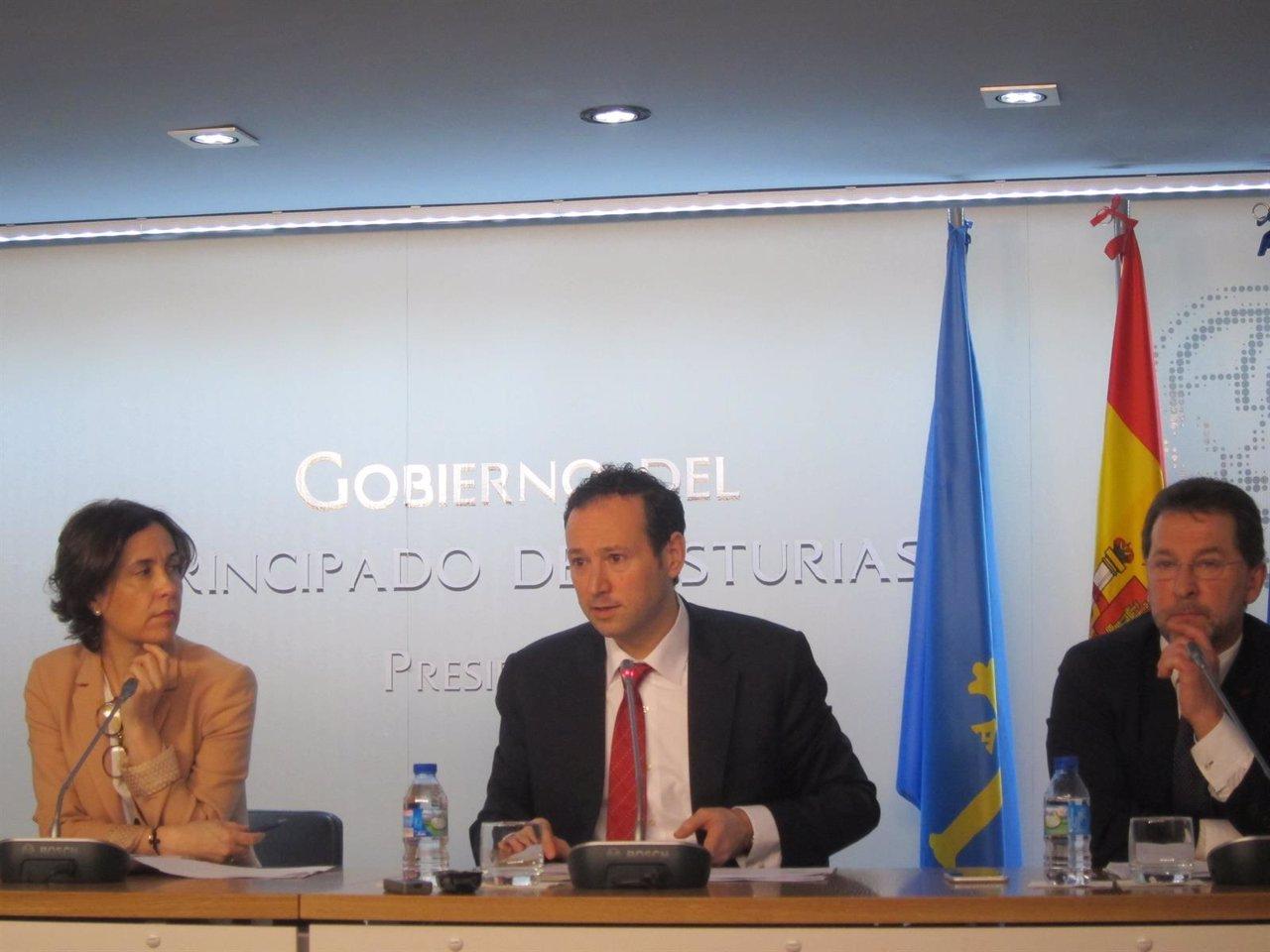 Los consejeros Dolores Carcedo, Guillermo Martínez y Genaro Alonso