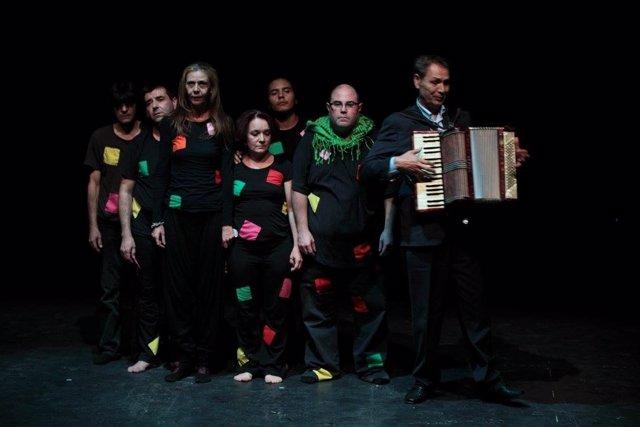 Teatro de la Inclusión representa una obra de creación colectiva en el Cdaea