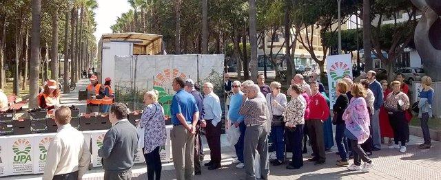 UPA reparte hortalizas en Almería en protesta por los bajos precios