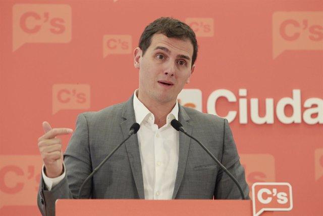 El presidente de Ciudadanos, Albert Rivera, ofrece rueda de prensa en la sede na