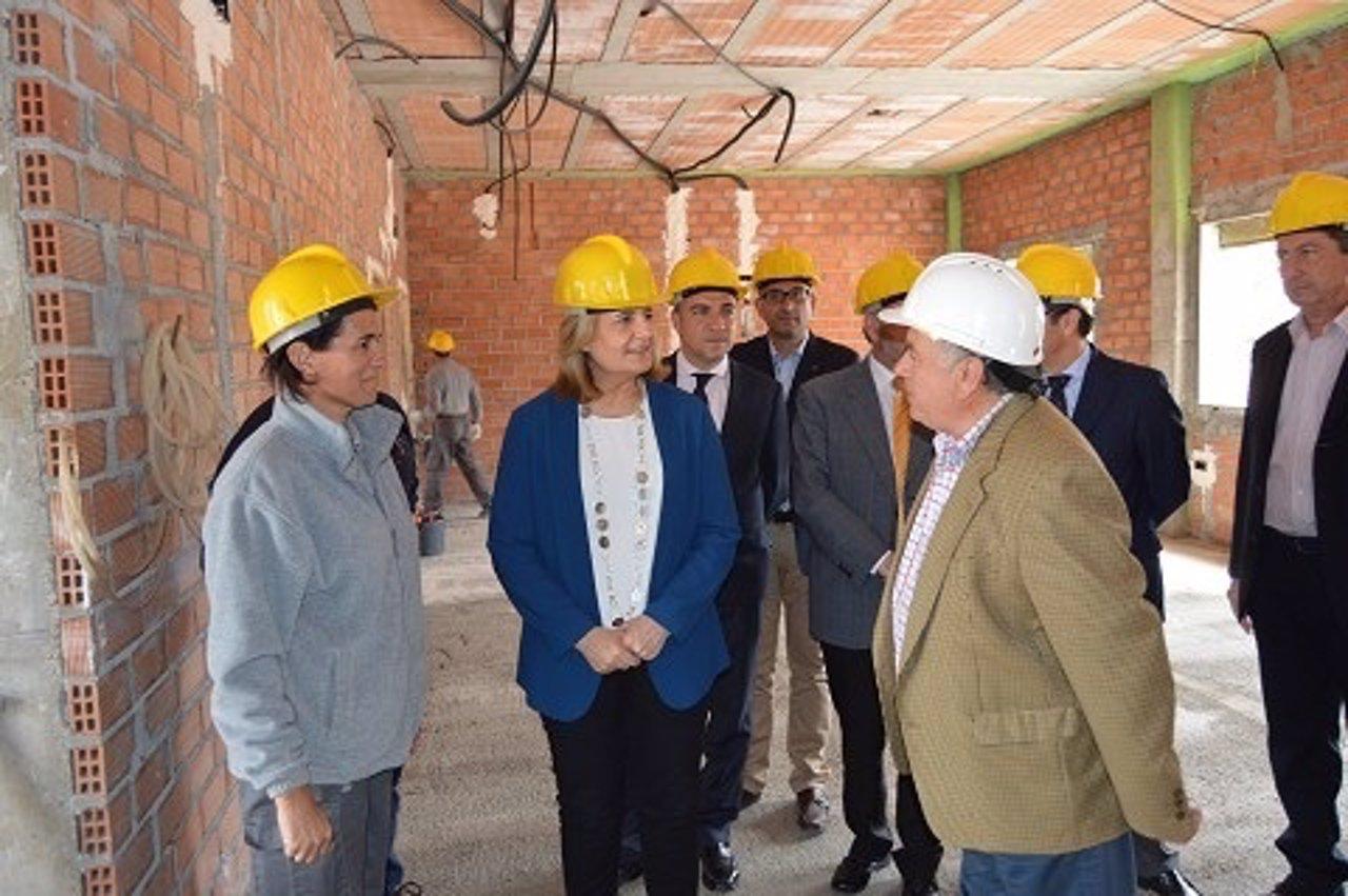 Fátima Báñez, Elías Bendodo y Joaquín Villanova, en una visita Alhaurín