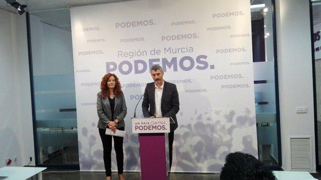 Urralburu y  M. Ángeles García de Podemos en rueda de prensa