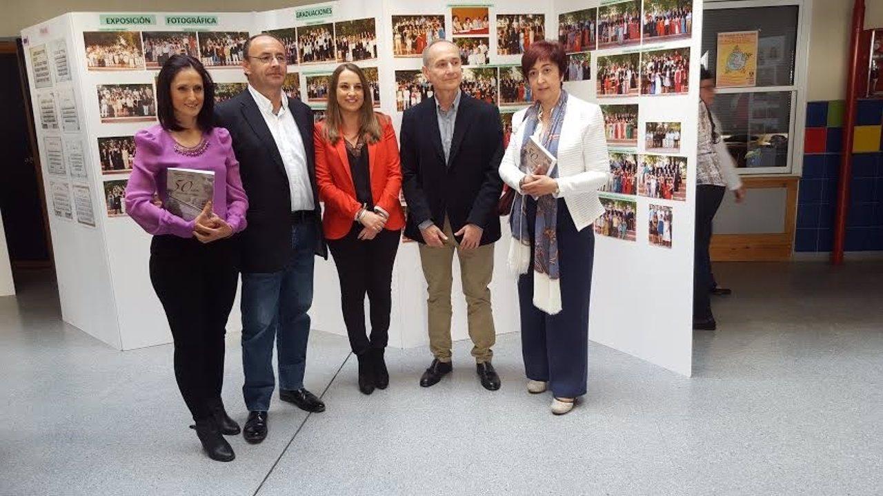 Ruiz (centro) durante la presentación del libro