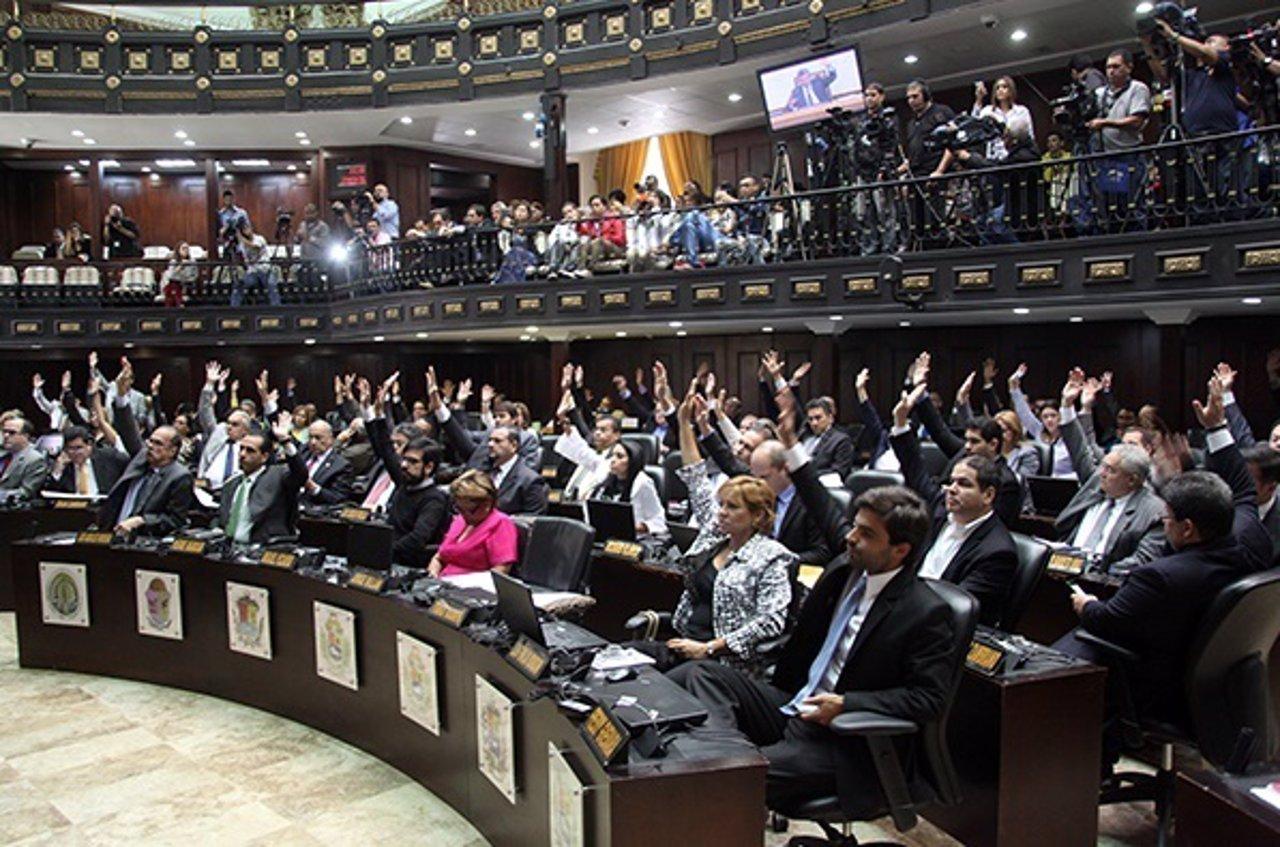 La Asamblea Nacional de Venezuela rechaza el decreto de Maduro