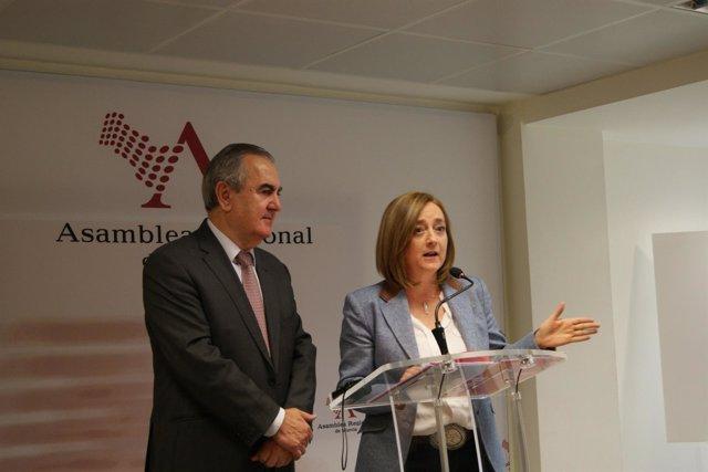 Tovar y Consuelo Cano en rueda de ñprensa en la ASAMBLEA