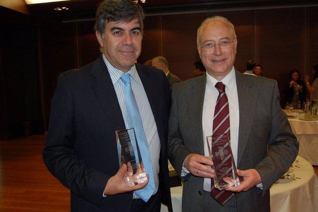 El vicedecano del Grado de la UCAM, Jerónimo Lajara, recoge distinción