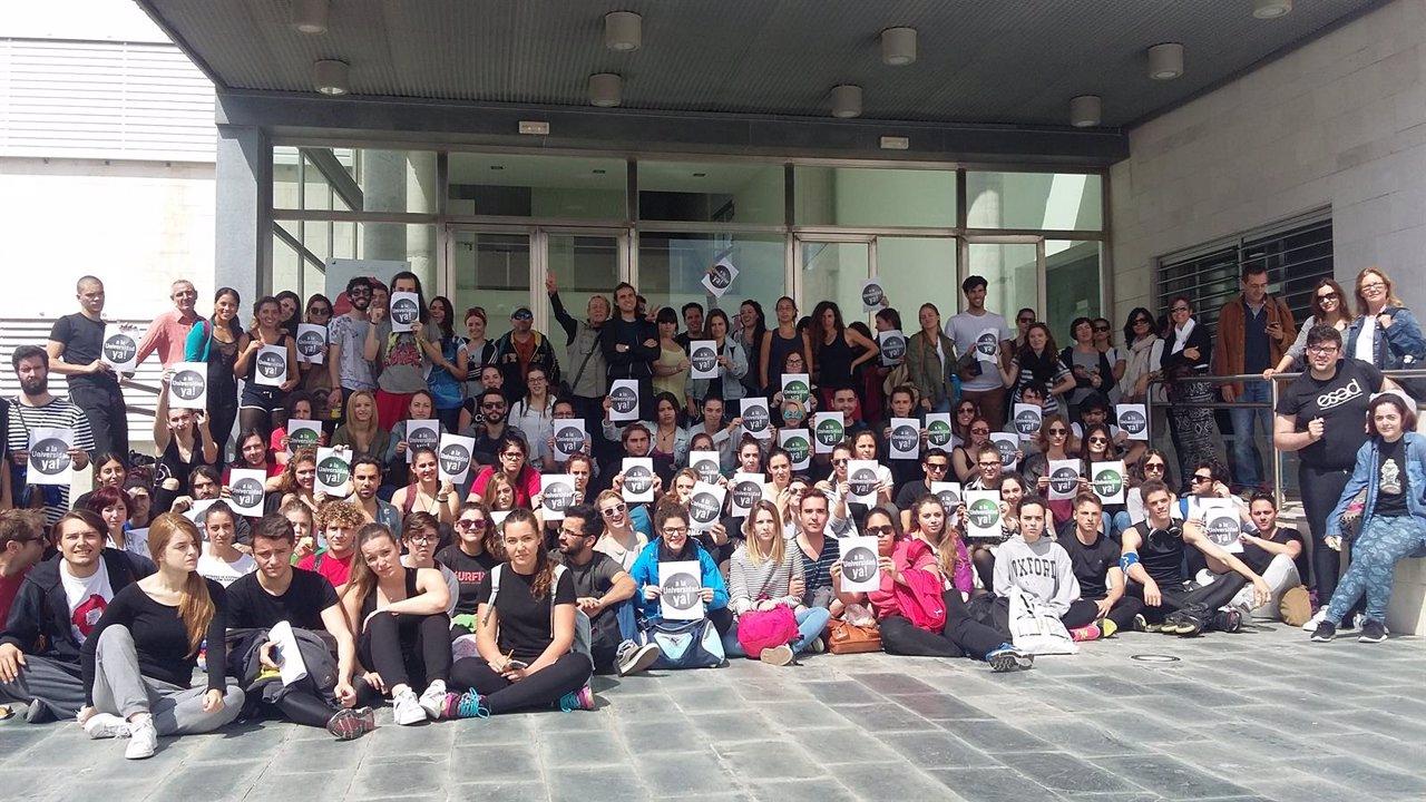 Concentración en Málaga por la adscripción de EEAASS a las universidades