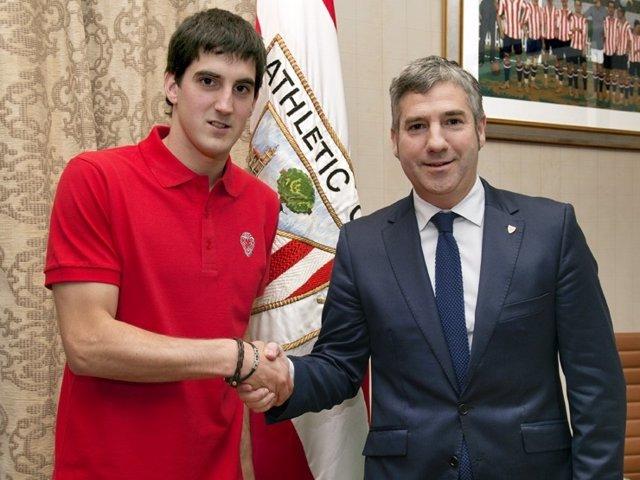 San José y Urrutia, presidente del Athletic Club, firman acuerdo de renovación