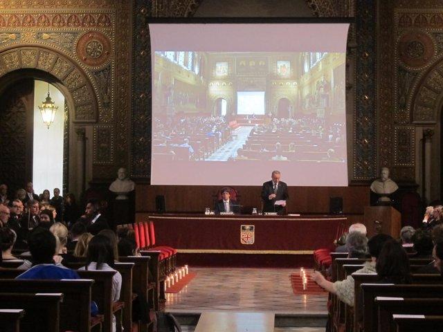 El presidente C.Puigdemont y el rector D.Ramírez (UB) en el acto por Freginals