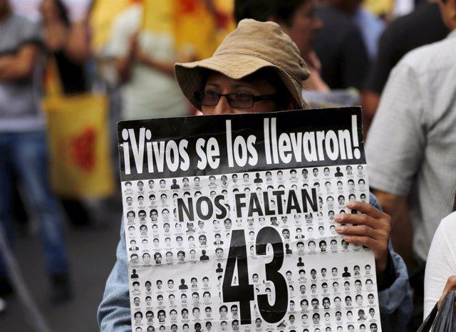 Protesta por la desaparición de 43 'normalistas' en Iguala