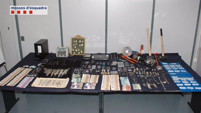 Material recuperado en la operación Krüje de los Mossos d'Esquadra