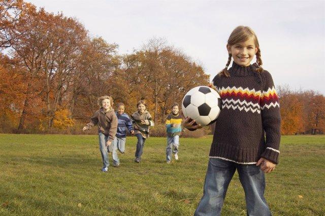 Niños deporte. Lentillas. Jugando