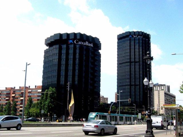 Sede De La Caixa Con El Logotipo De Caixabank