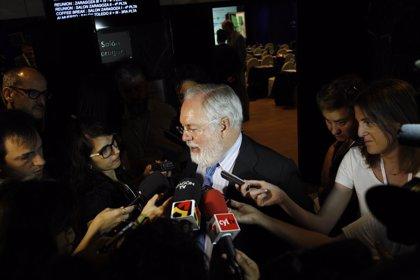 Cañete dice que los compromisos de la COP21 animan a los grandes fondos a invertir en renovables