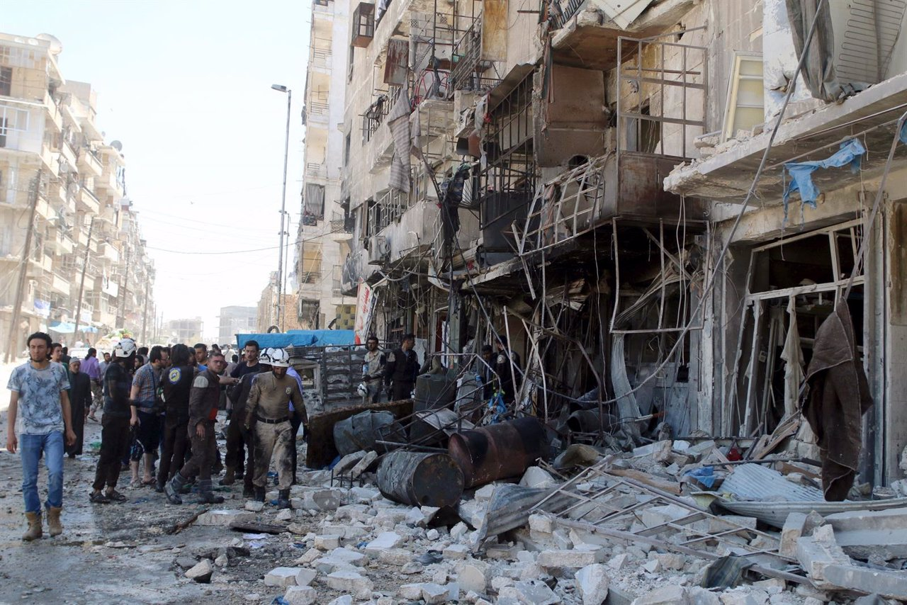Bombardeo aéreo en un barrio rebelde en Alepo