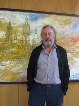 Julio Llamazares durante la entrevista en un céntrico hotel de Zaragoza