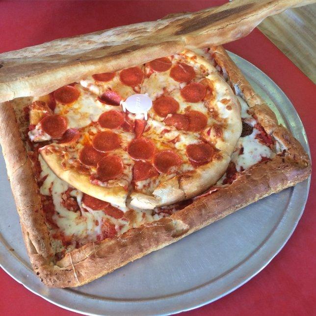 Cajas de pizza hechas de pizza