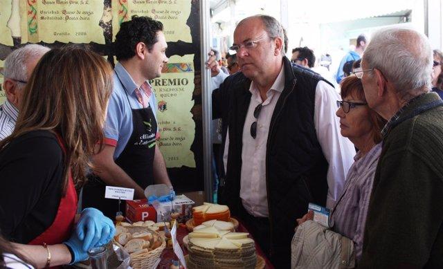 Monago en la Feria del Queso de Trujillo