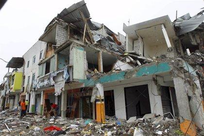 El balance de muertos tras el terremoto de Ecuador se eleva a 660