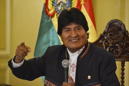 Morales promulga siete decretos para el beneficio de los trabajadores, como el incremento salarial