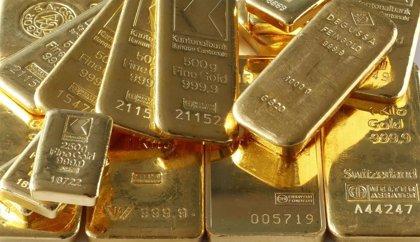 El oro toca máximos de 15 meses y alcanza los 1.300 dólares