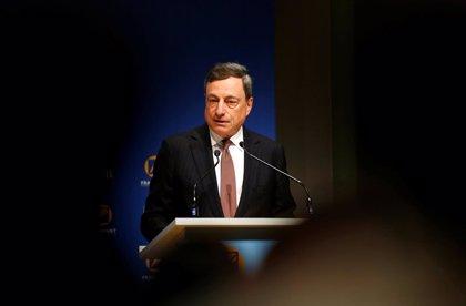 """Draghi dice que """"hoy en día"""" no hay alternativa a los bajos tipos de interés"""