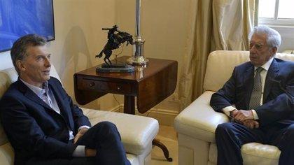 Mauricio Macri recibe a Vargas Llosa en su residencia presidencial