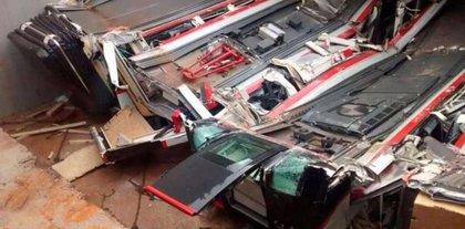 La caída de una compuerta en Valparaíso aplasta varios vagones del Metro de Santiago